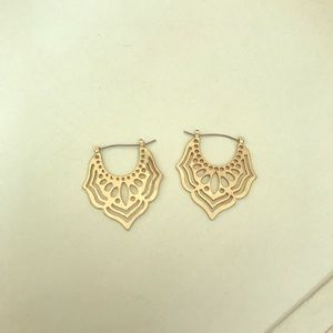 Jewelry - Gold Cut out Earrings